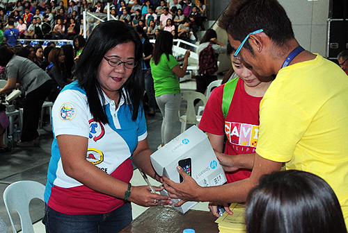 Ms. Marissa D. Agco receives her android tablet